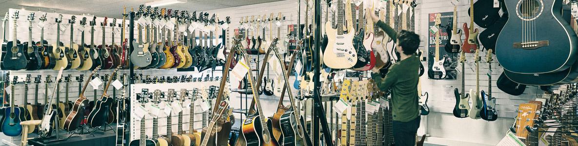 Hos DanGuitar.dk får du et stort udvalg af alt indenfor musikinstrumenter, lyd og lys - og samtidig den bedste service!