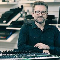 Dan Music Partner, Lars